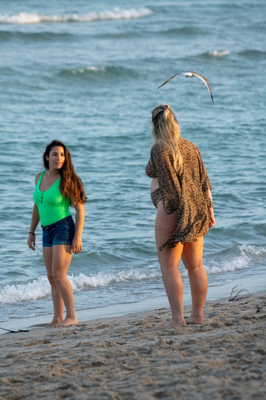 Iskra Lawrence Sexy The Fappening Blog 9 1024x1536 - Heavily Pregnant Model Iskra Lawrence Takes A Sunset Dip In Miami Beach (44 Photos)