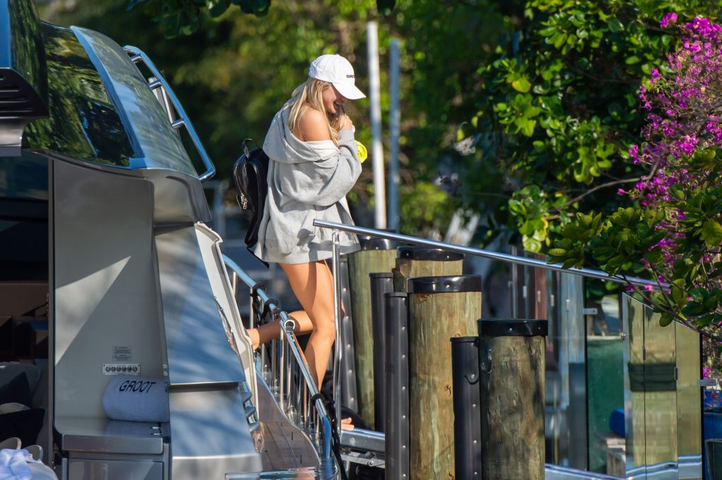 Model Josie Canseco Shows Off Her Curves in Miami (15 Photos)