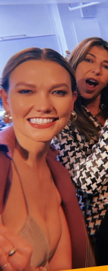 Karlie Kloss Shows Her Cleavage on Instagram (7 Pics + GIF & Video)