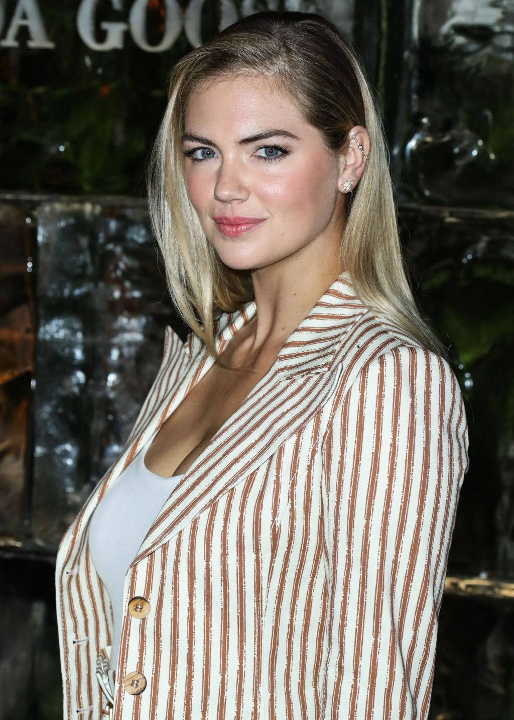 Kate Upton Sexy The Fappening Blog 80 1024x1433 - Kate Upton Attends Canada Goose And Vogue Cocktails & Conversations (104 Photos)