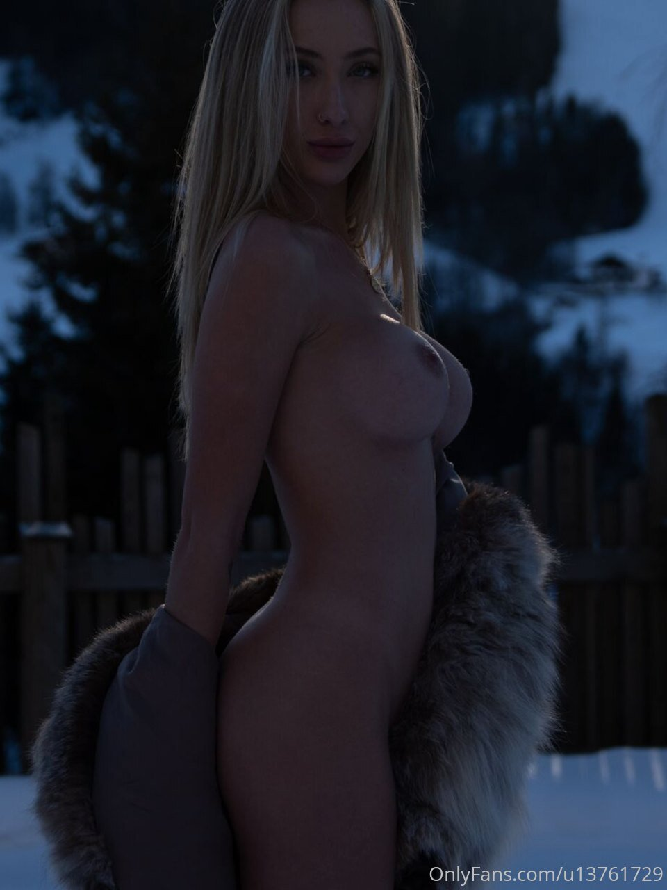 "Kaylen ""The Naked Philanthropist"" Ward New Nude Photos and Videos"
