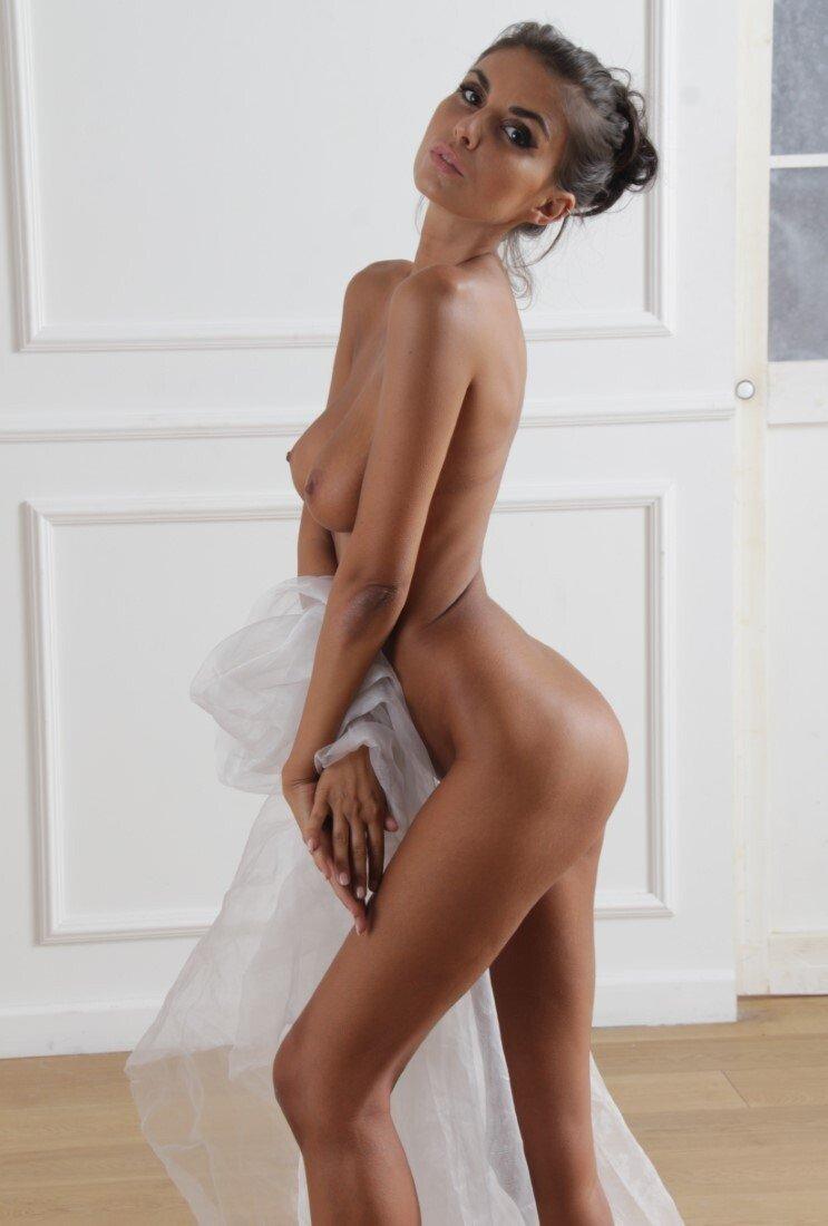 Laura Giraudi Nude (8 Photos)