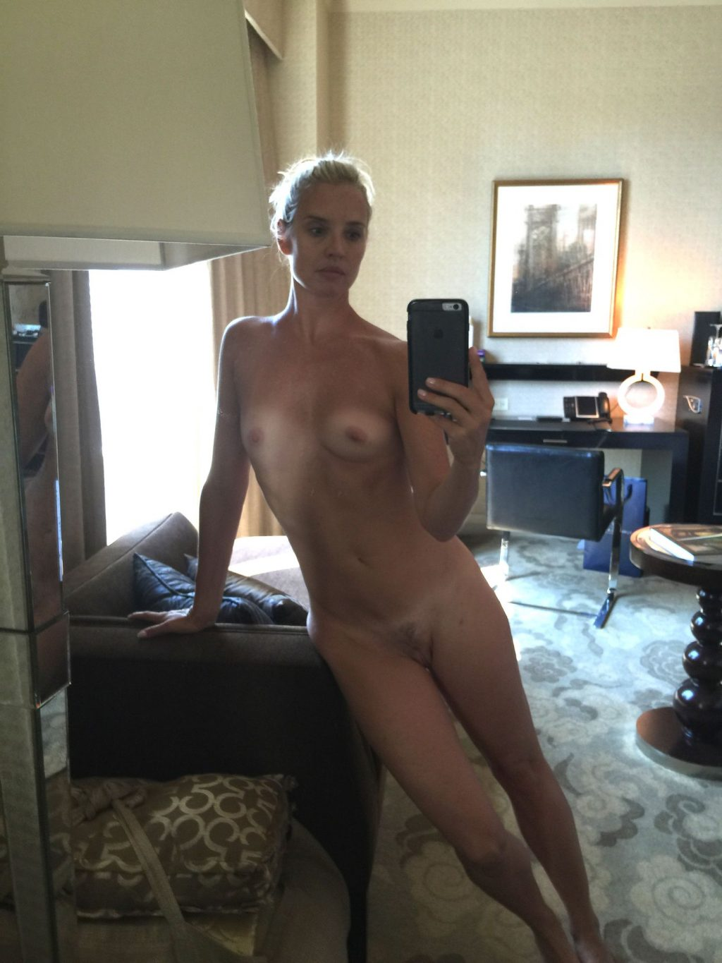 Laurie Dhue Nude Leaked The Fappening (2 Photos)