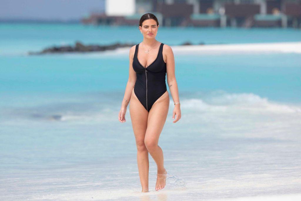 Megan Barton-Hanson Seen Enjoying Her Holiday in the Maldives (22 Photos)