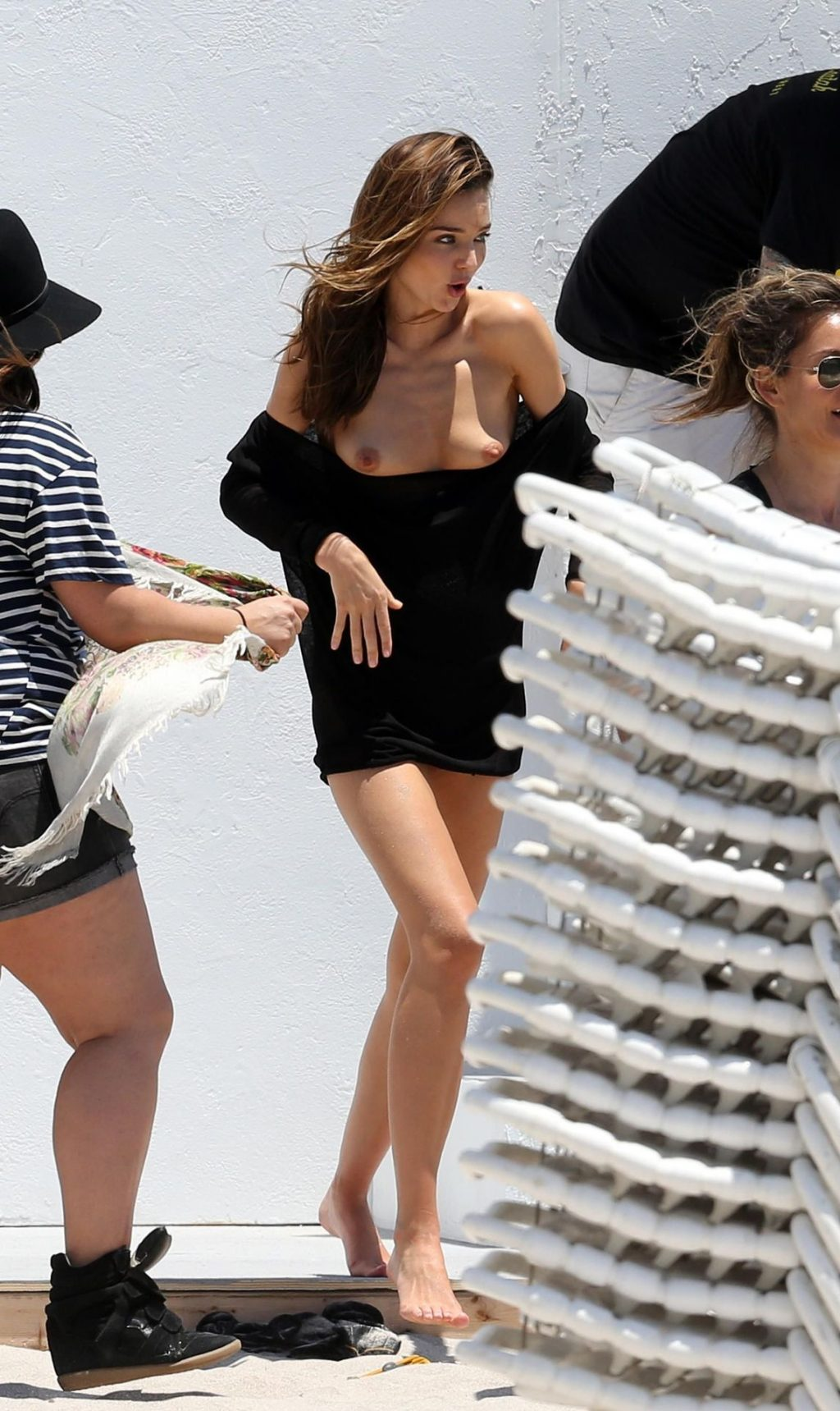 Miranda Kerr's Tits Flash (7 Pics + GIF)