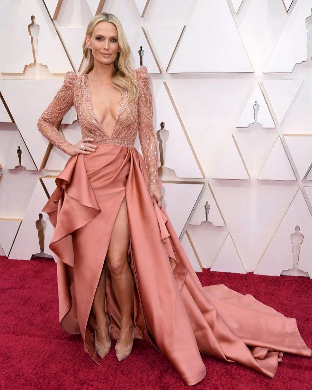 Molly Sims Stuns During Oscars 2020 Arrivals (18 Photos)