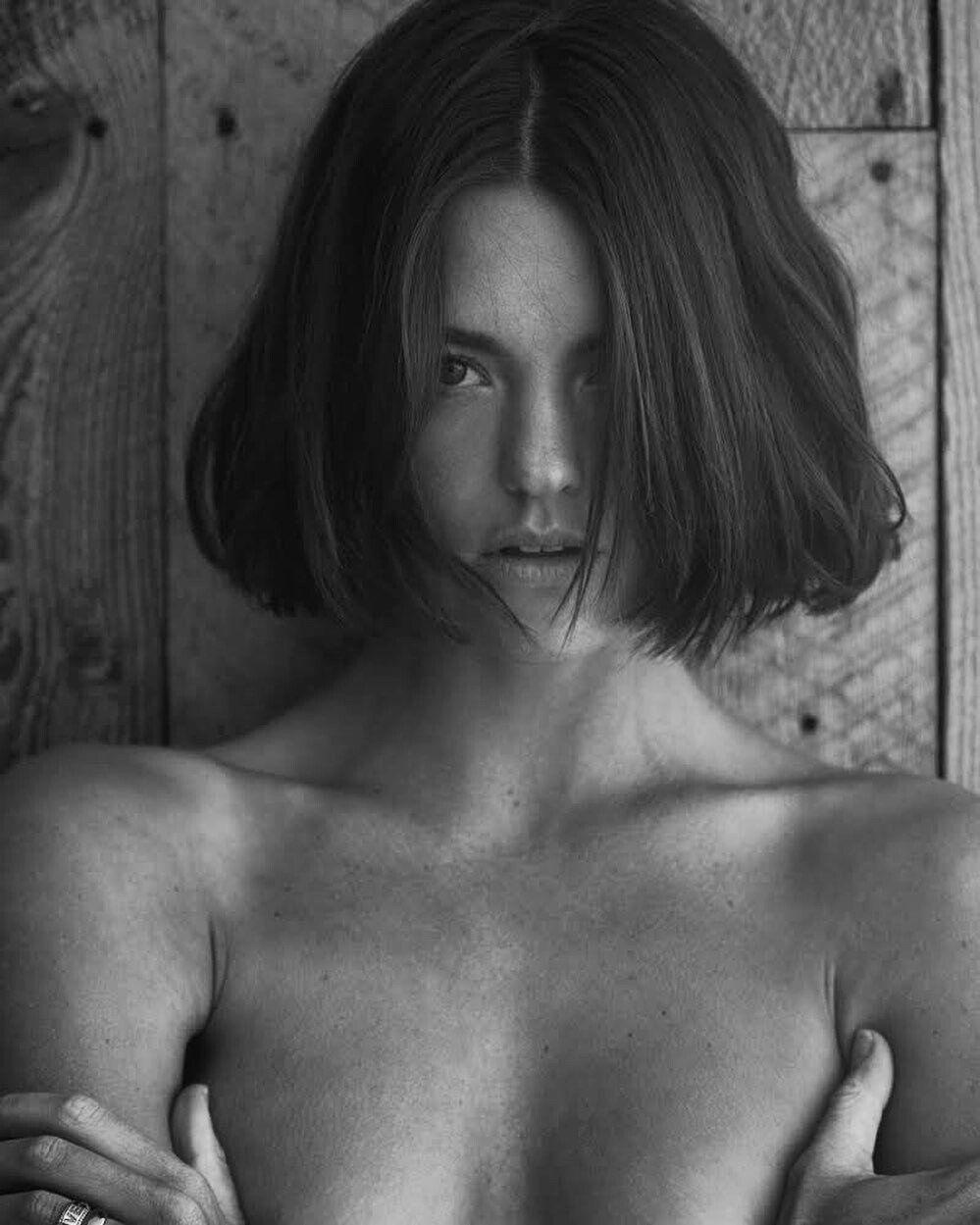 Montana Cox Nude & Sexy (6 Photos)