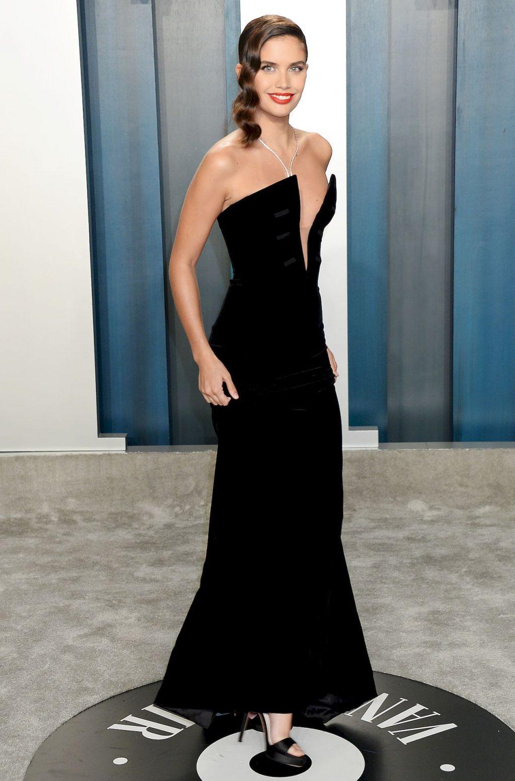 Sara Sampaio Shows Her Sexy Tits at the Vanity Fair Oscar Party (17 Photos)