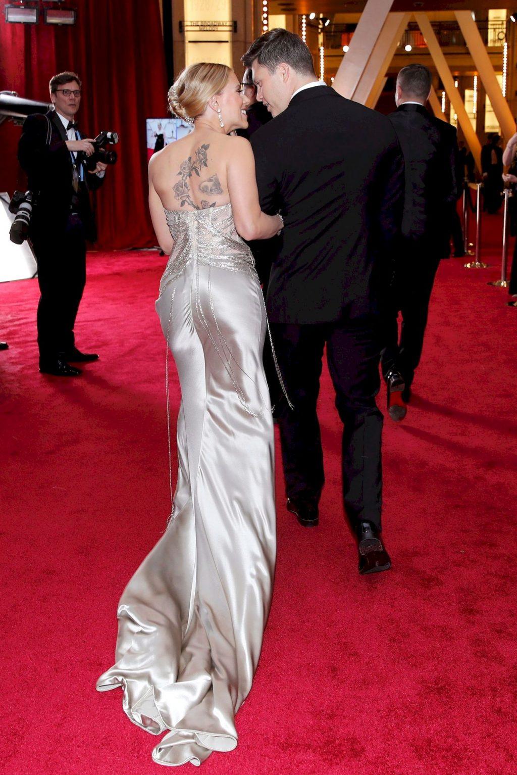 Scarlett Johansson in Oscar de la Renta Poses on the Red Carpet During the Oscars (46 Photos)