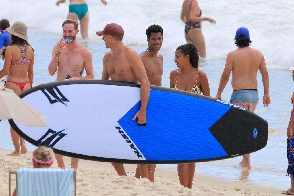 Tina Kunakey Enjoys a Day at the Beach with Friends (22 Photos)