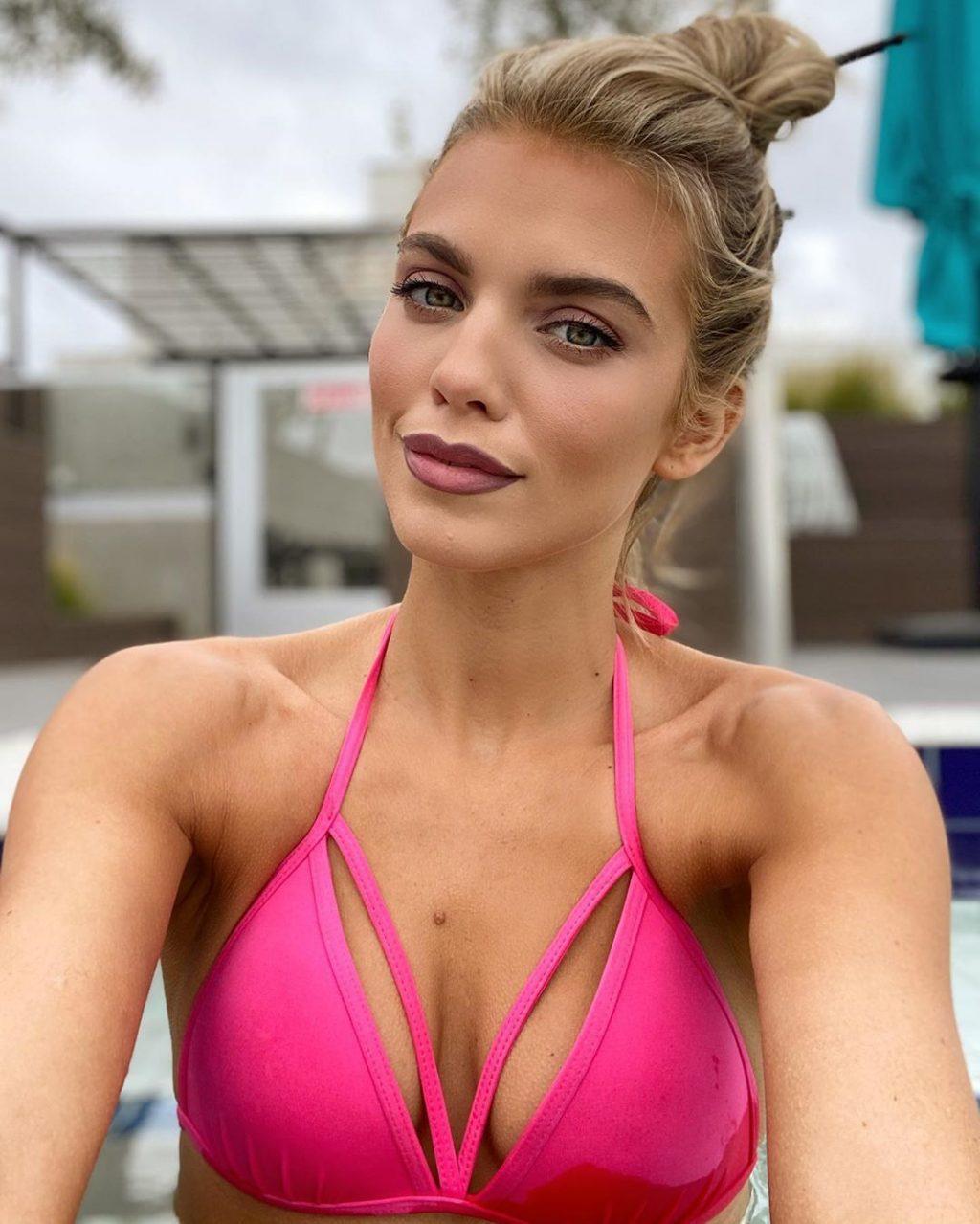 AnnaLynne McCord Nude & Sexy (12 Photos)