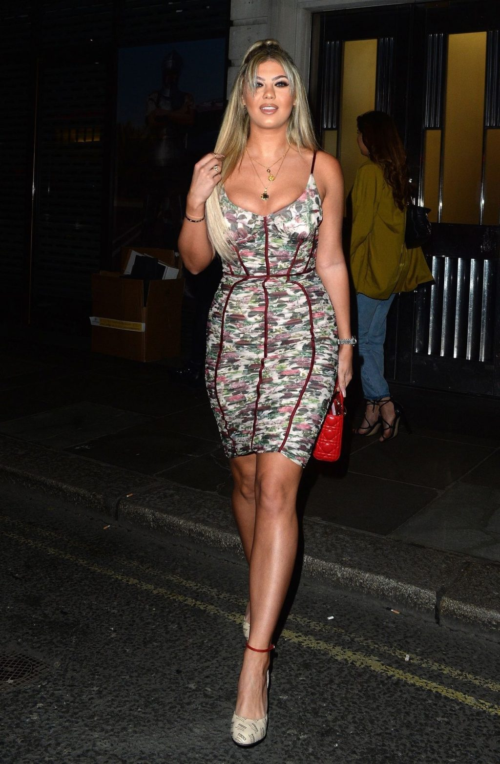 Belle Hassan is Seen Arriving at Hotel 100 Wardour to Celebrate Her Birthday (8 Photos)
