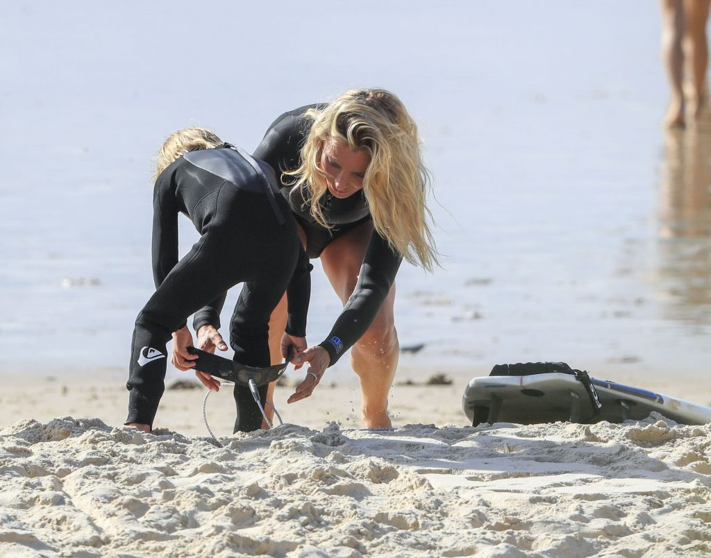 Elsa Pataky Shows Her Sexy Body on the Beach in Byron (29 Photos)