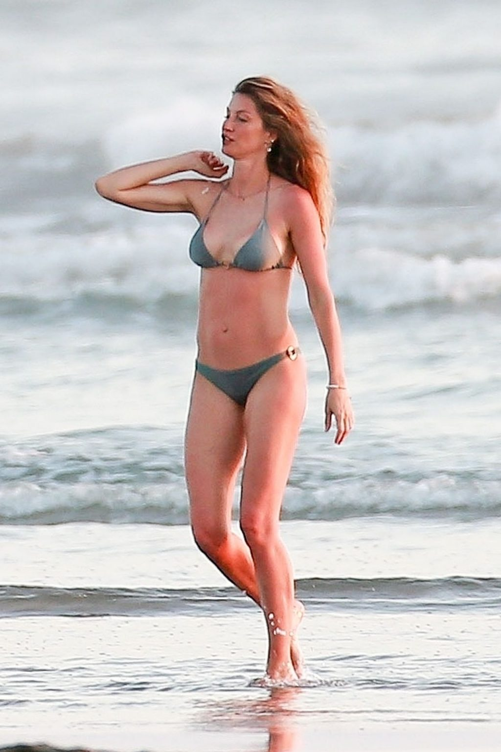 Gisele Bündchen Is Seen Enjoying the Warm Weather in Costa Rica (23 Photos)