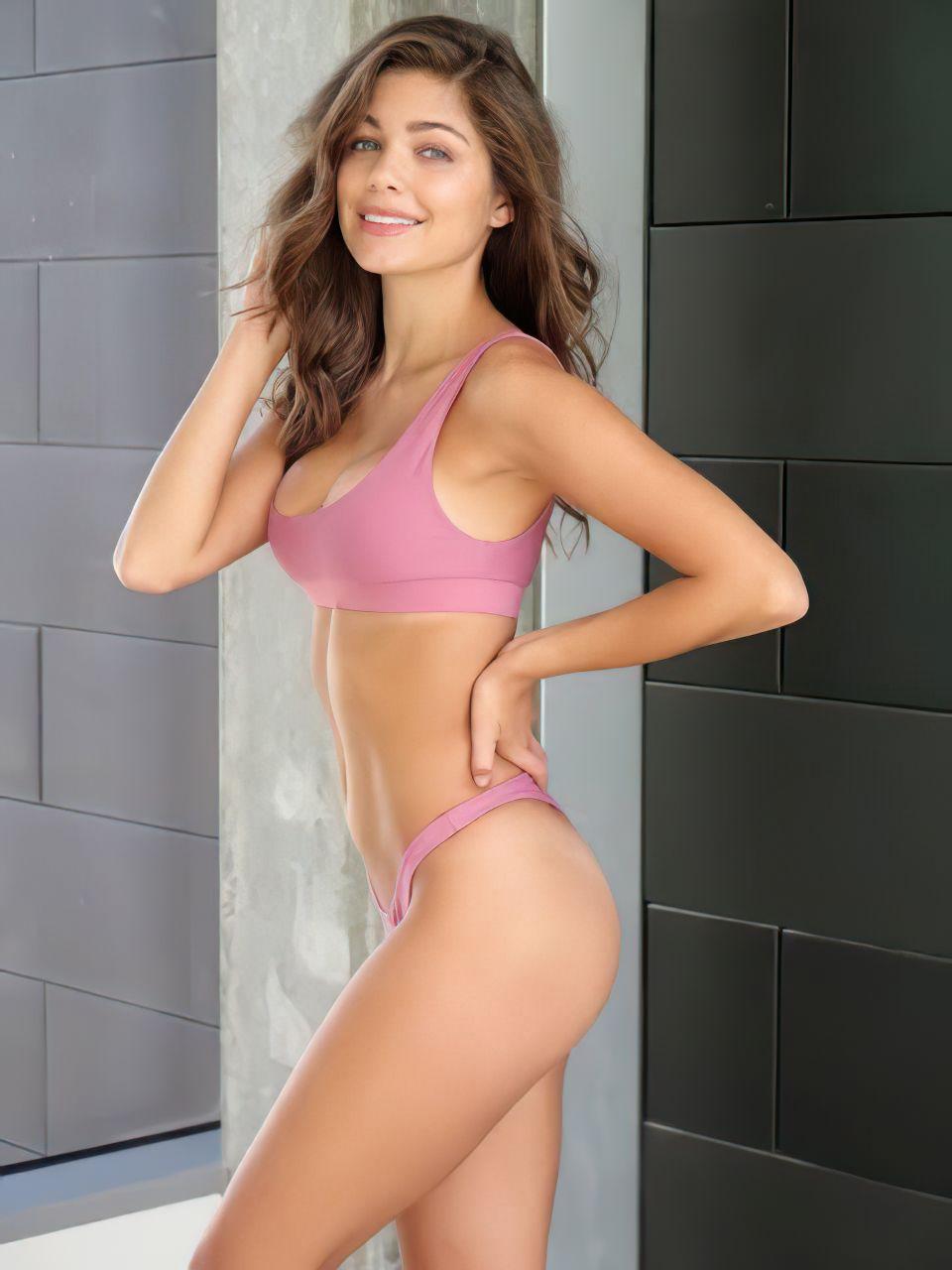 Hannah-Ann Sluss Sexy (24 Photos)