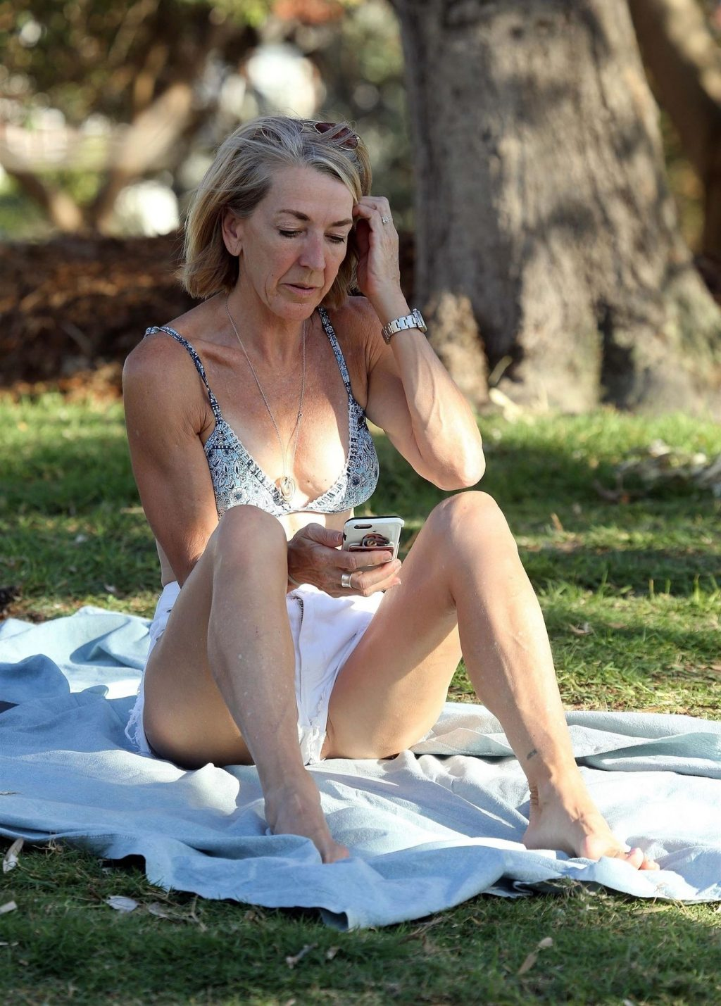 Jane Flemming Is Looking Great as She Sunbathes on Bondi Beach (9 Photos)