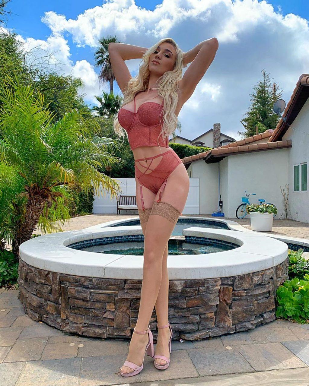Kendra Sunderland See Through & Sexy (13 Photos)