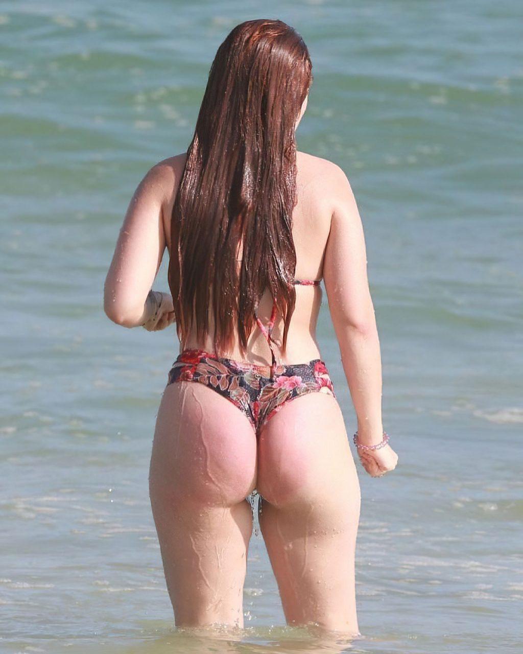 Larissa Manoela Displays Her Sexy Booty on the Beach (11 Photos)