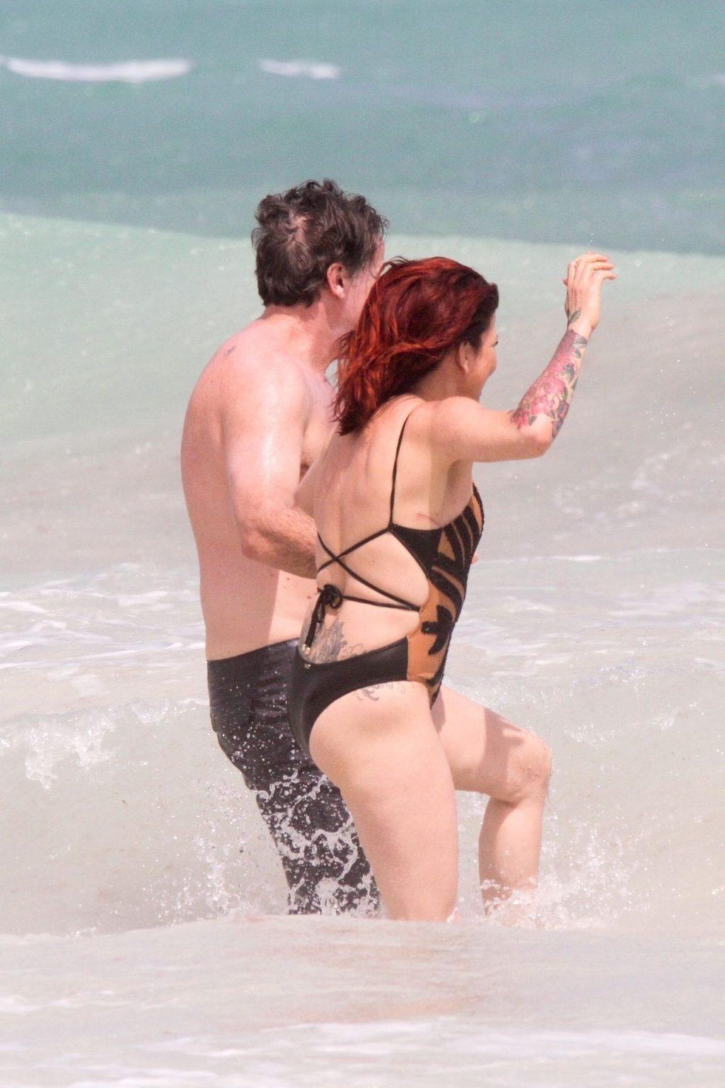 Slash's Ex-Wife Perla Ferrar is Living Life on the Beach (32 Photos)