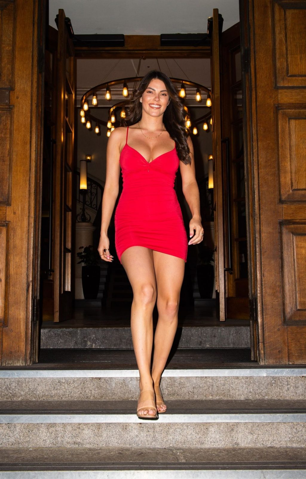 Busty Rebecca Gormley is Seen Leaving the Courthouse Hotel in Shoreditch (14 Photos)