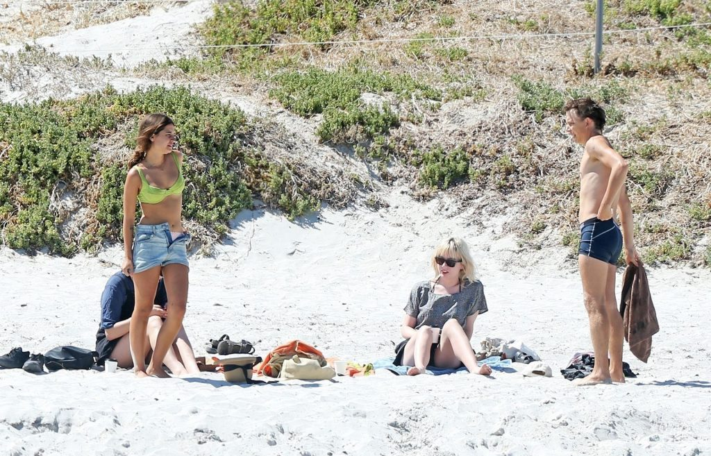 Tiger Lily Hutchence & Nick Allbrook Pack on the PDA in Front of Friends at a Perth Beach (68 Photos)