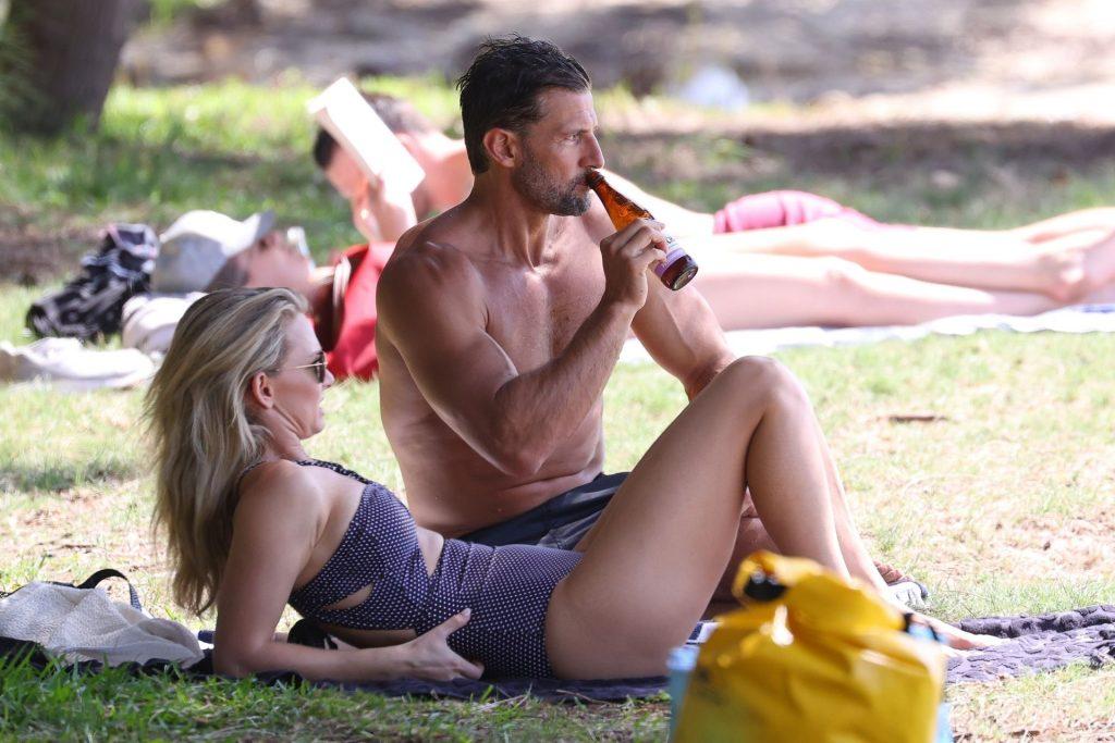 Tim Robards & Anna Heinrich Pictured at the beach in Sydney (70 Photos)