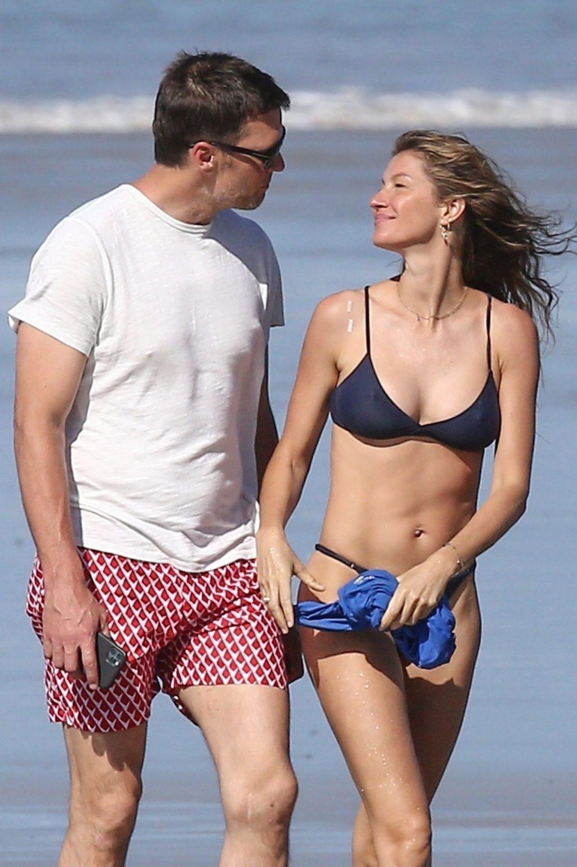 Tom Brady & Gisele Bundchen Pack on the PDA at the Beach (31 Photos)