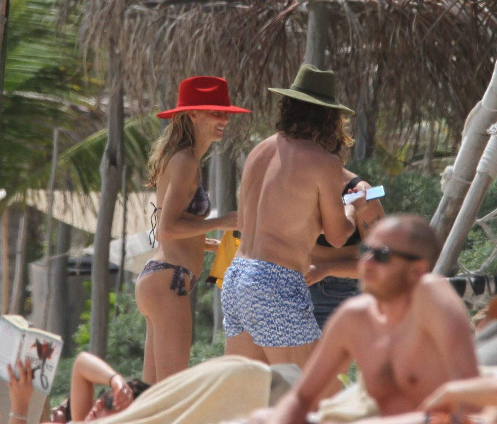 Carles Puyol Enjoy a Family Vacation with Vanesa Lorenzo in Mexico (36 Photos)