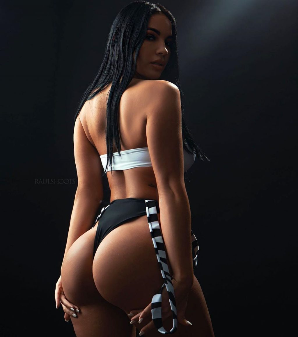Yesy Naya Sexy (16 Photos)