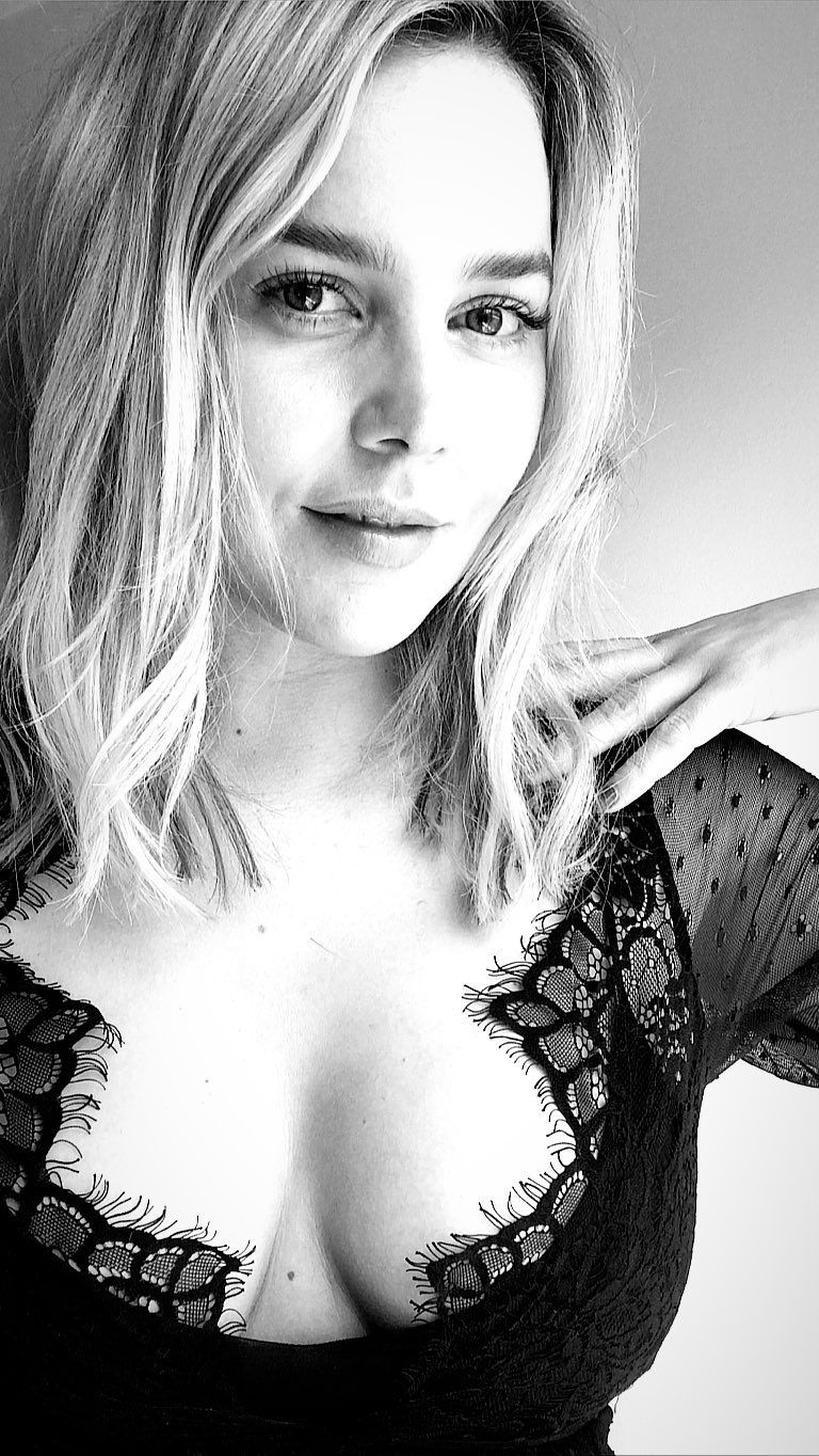 Abbie Cornish's Big Tits (2 Photos)