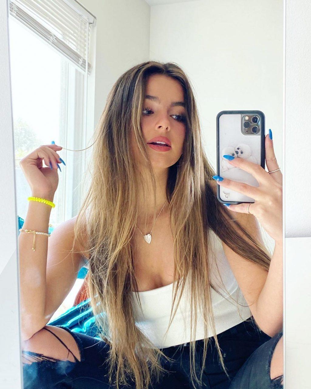 Addison Rae Sexy (127 Photos)