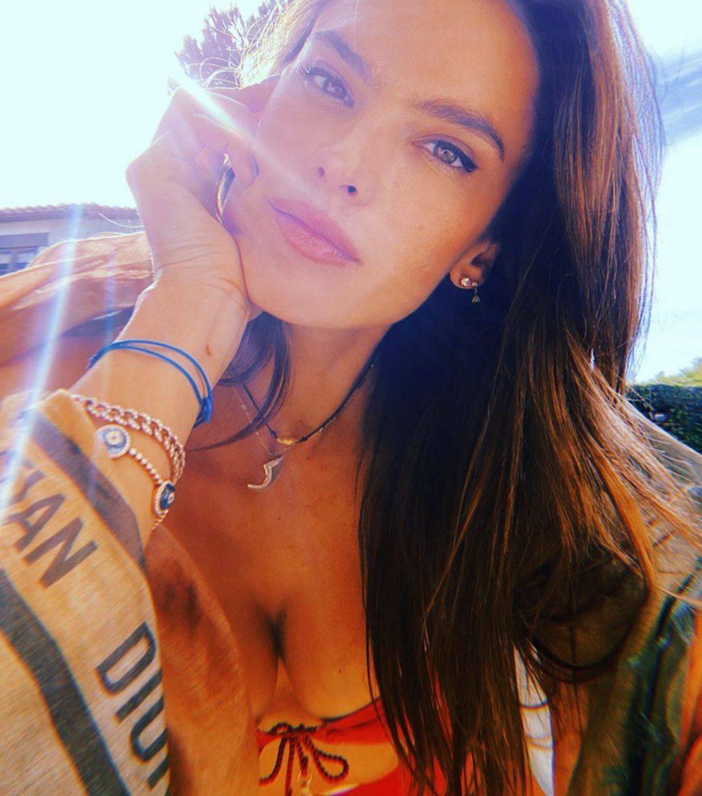 Alessandra Ambrosio Sexy (6 Hot Photos)