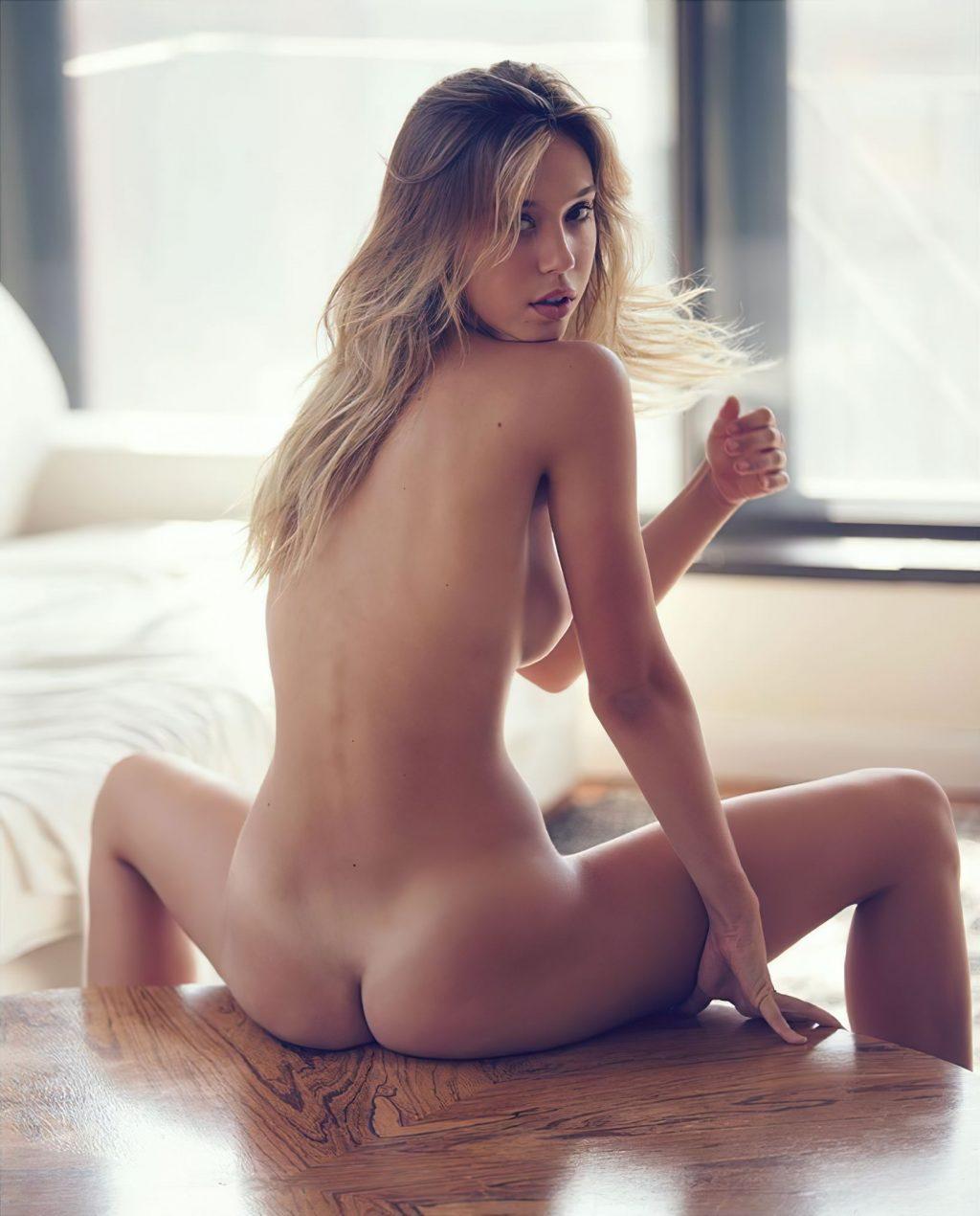 Alexis Ren Nude (1 Hot Photo)