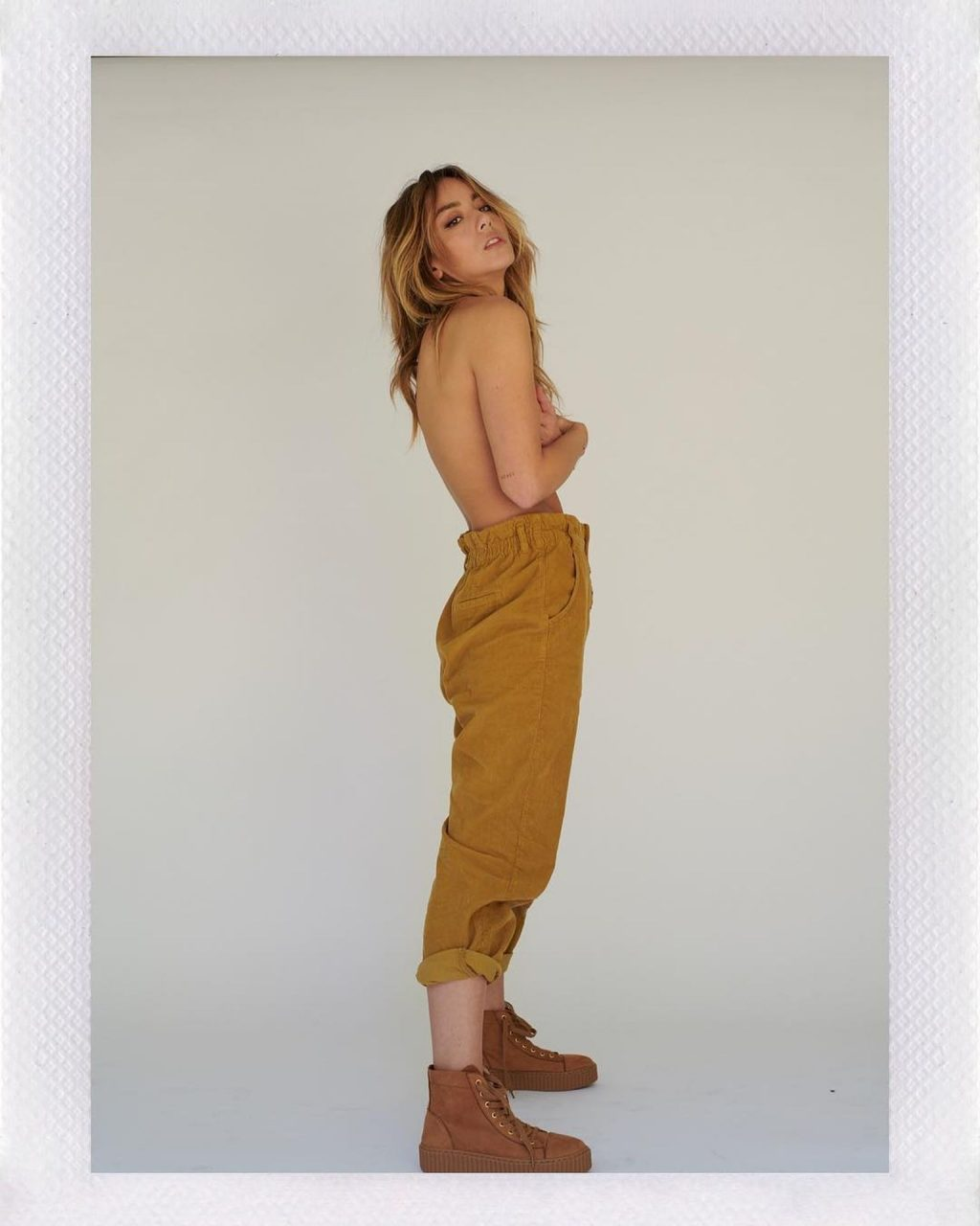 Chloe Bennet Sexy (8 Photos)