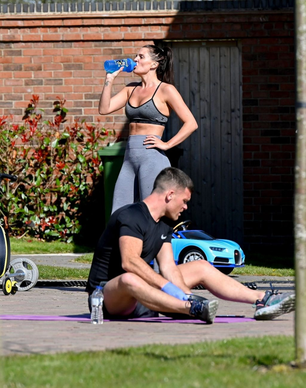 Danielle Lloyd Circuit Trains on Her Drive with Family (36 Photos)