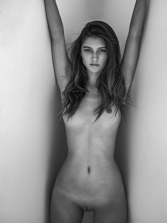 Elizabeth Elam Nude – Gun Powder (6 Photos)