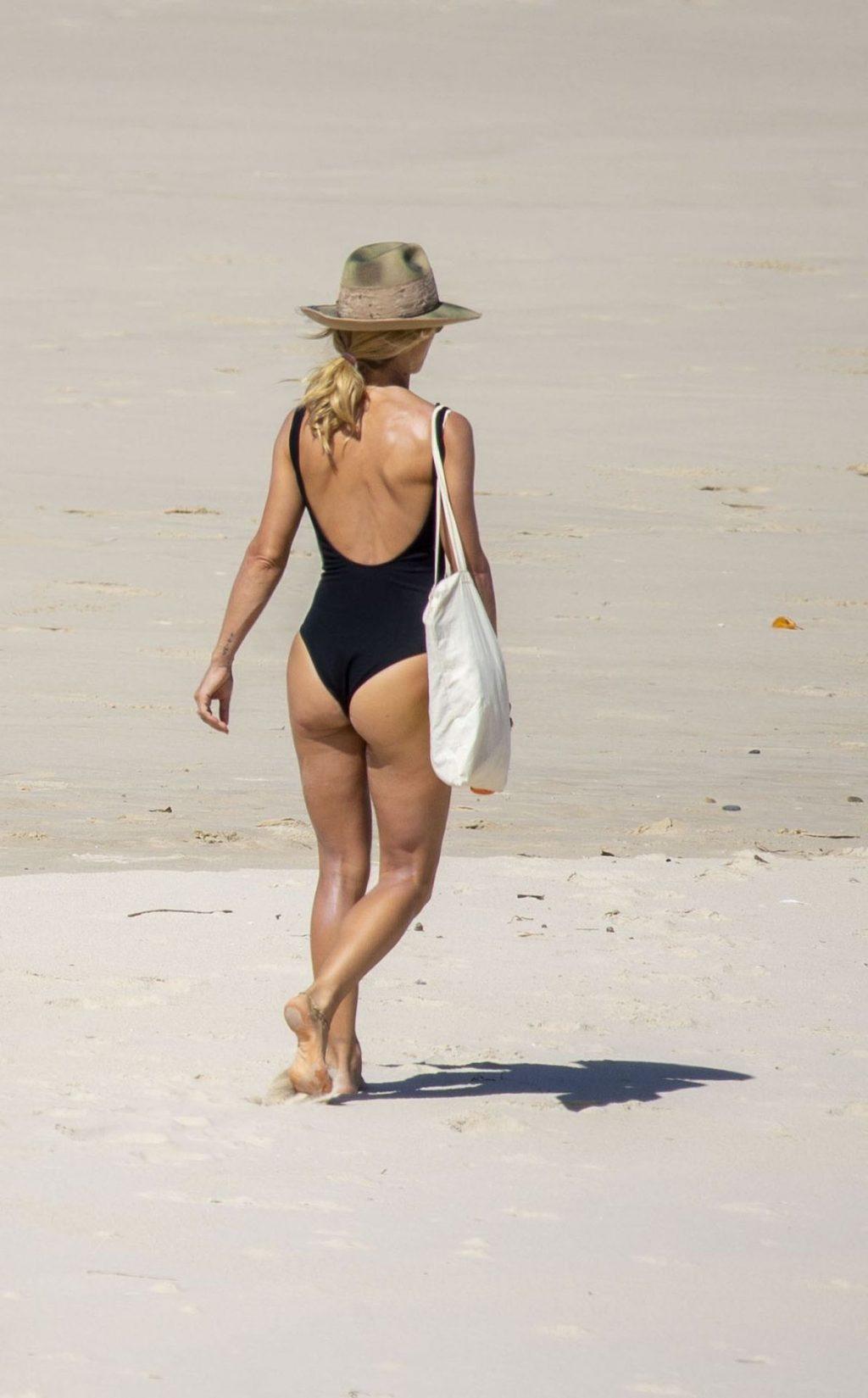 Chris Hemsworth & Elsa Pataky Took Some Time on the Beach (26 Photos)