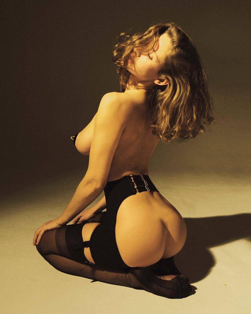 Emily Agnes Nude & Sexy (29 Photos)