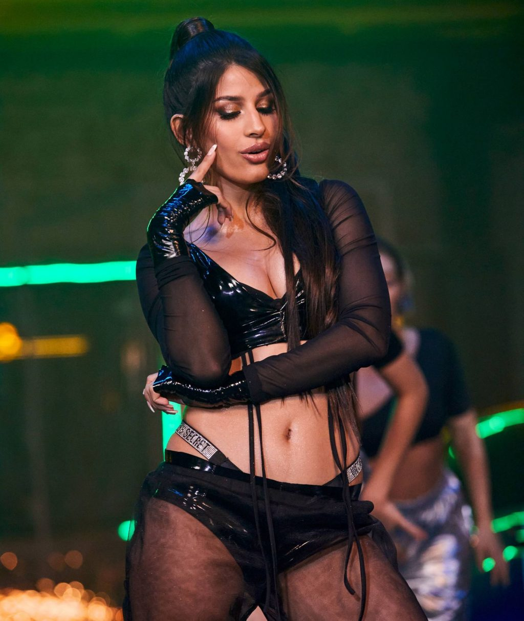 Jasmin Walia Shows Her Tits and Ass in a Want Me Video Shoot in London (22 Photos + Video)