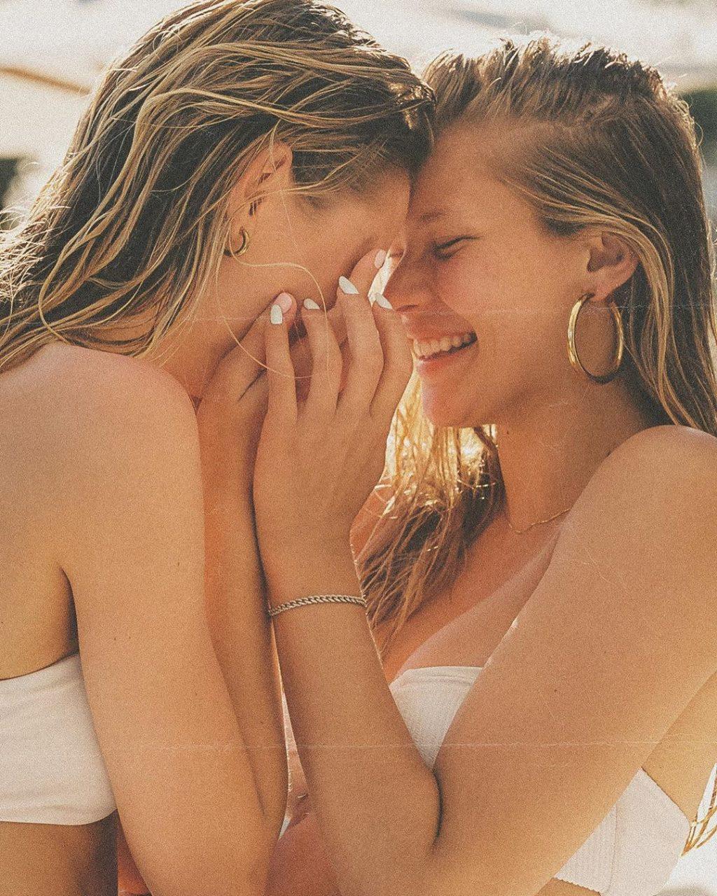 Josie Canseco & Scarlett Leithold Nude & Sexy (12 Photos)