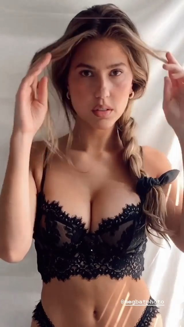 Kara Del Toro Nude & Sexy (22 Photos + Video)