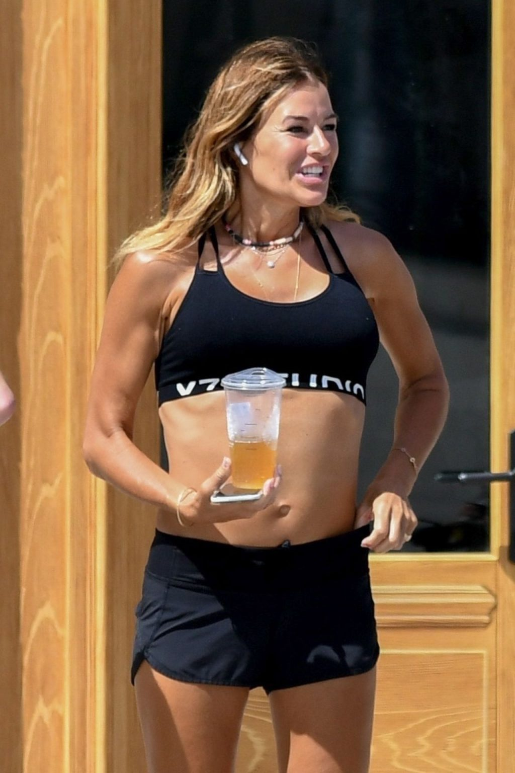 Kelly Bensimon and Her Friends Go for a Walk in Sunny Florida (19 Photos)