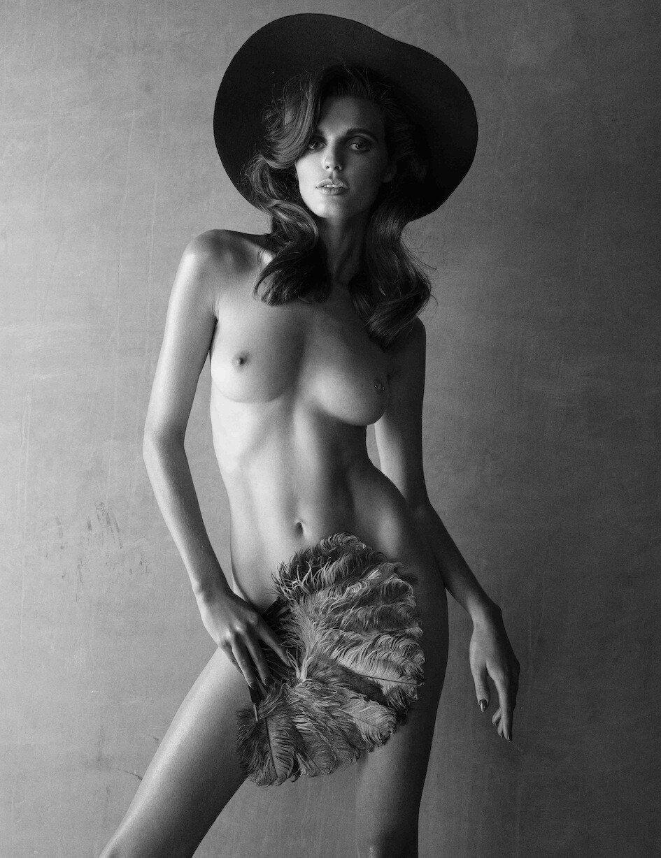 Lola McDonnell Nude (10 Photos)