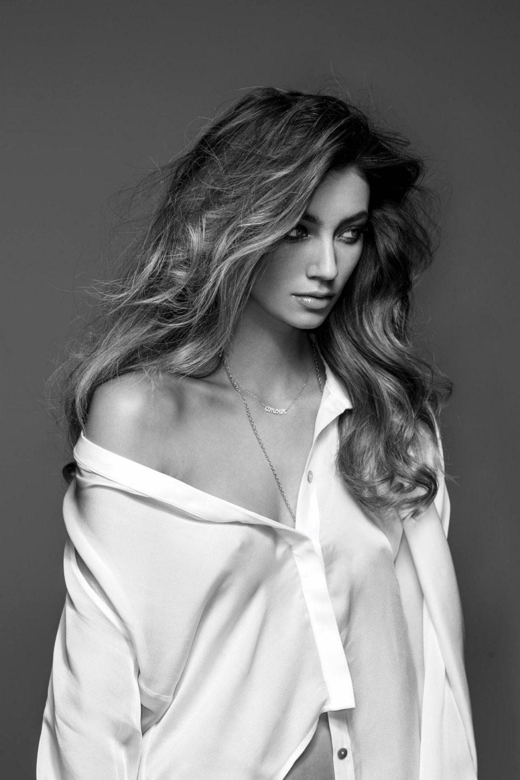 Lorena Rae Sexy – Maxim Magazine (18 Photos)