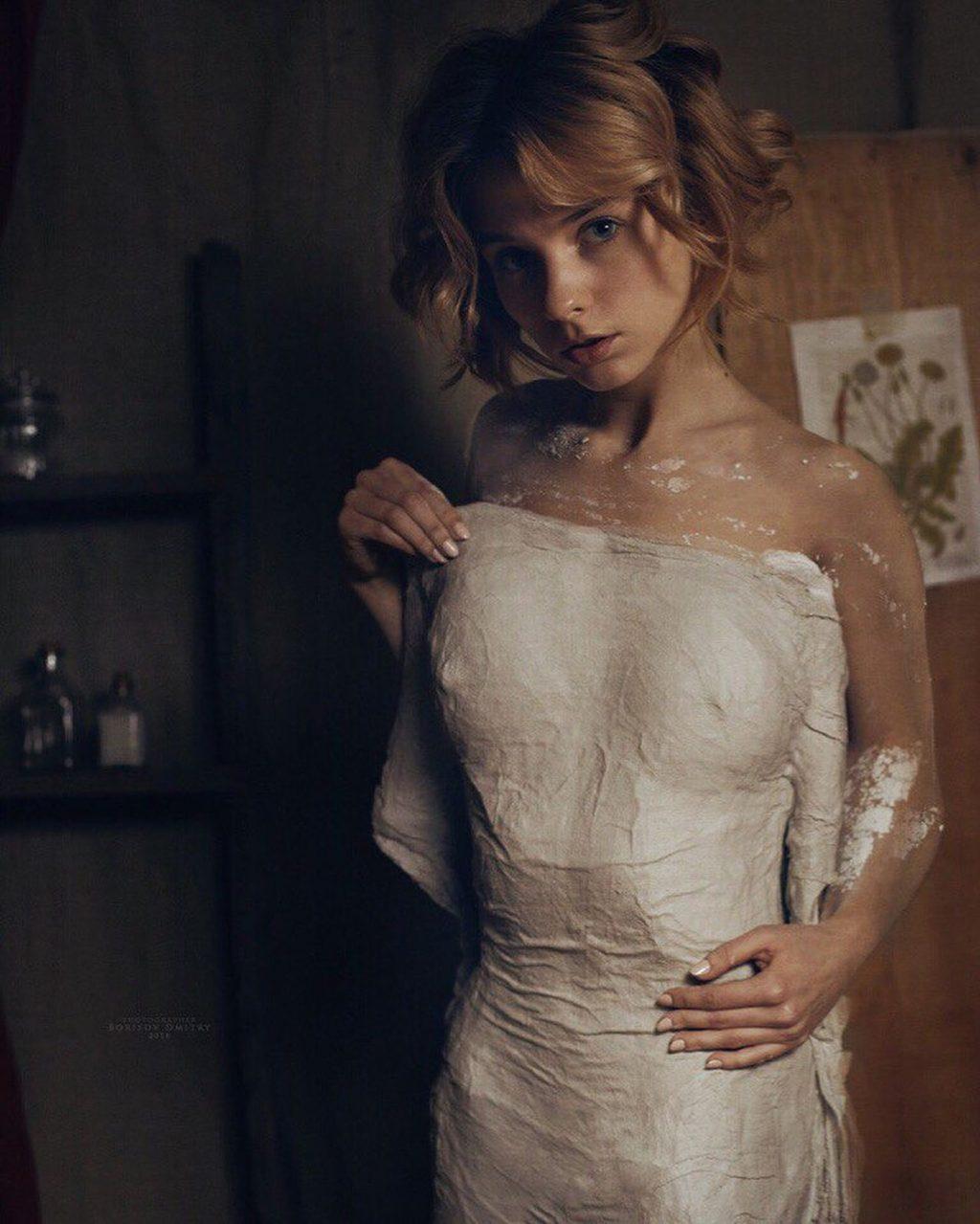 Marta Gromova Nude (5 Photos)