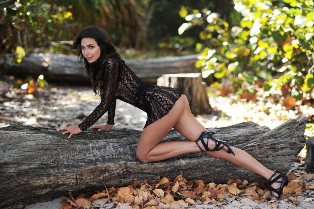 Sarah Altobello Nude & Sexy (14 Photos)