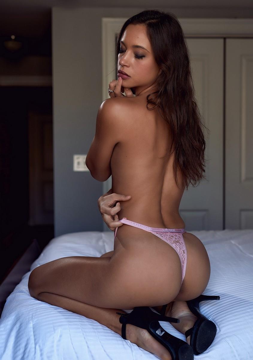 Sofia Jolie  nackt