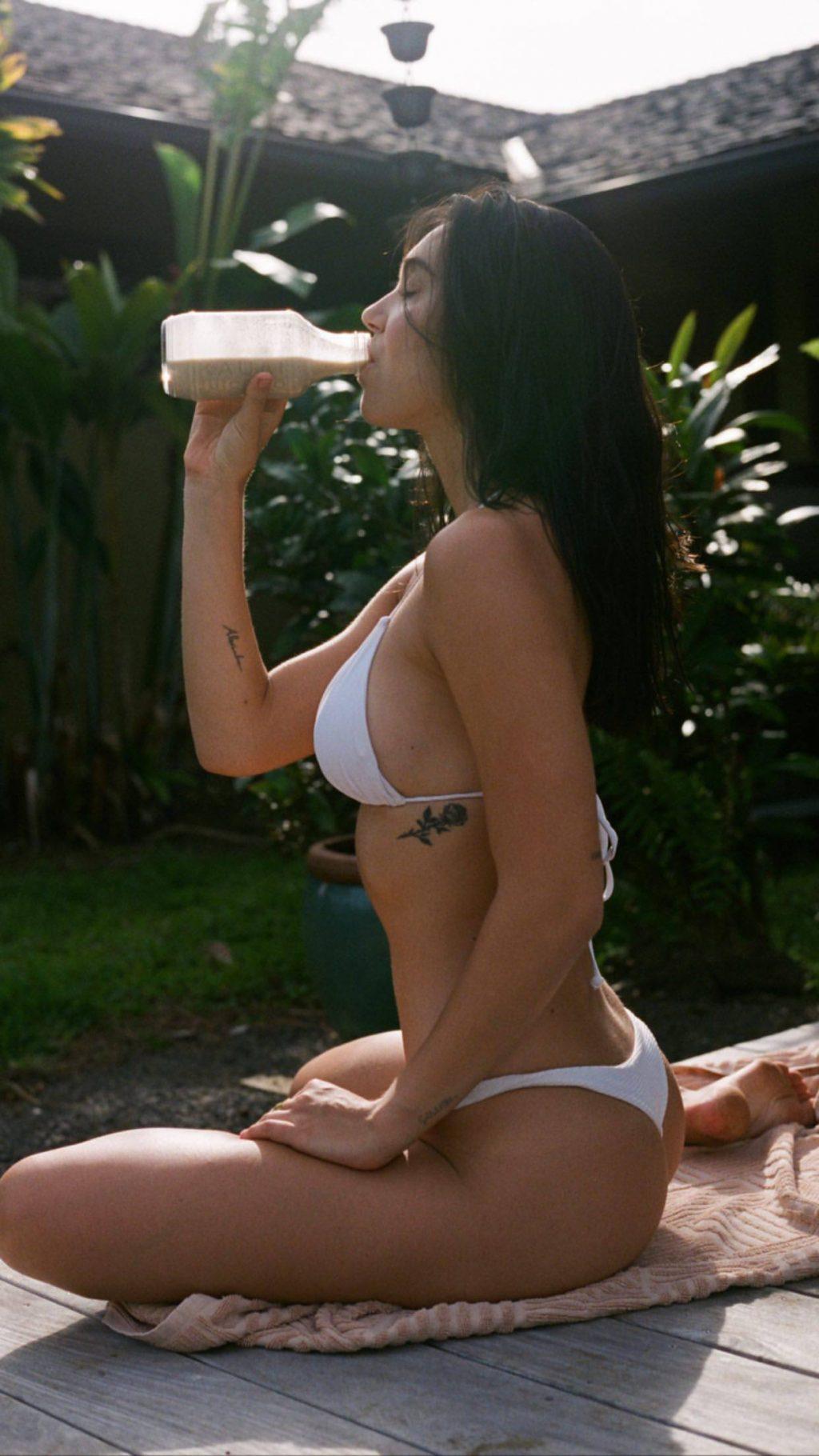 Alexis Ren Sexy (18 Photos)