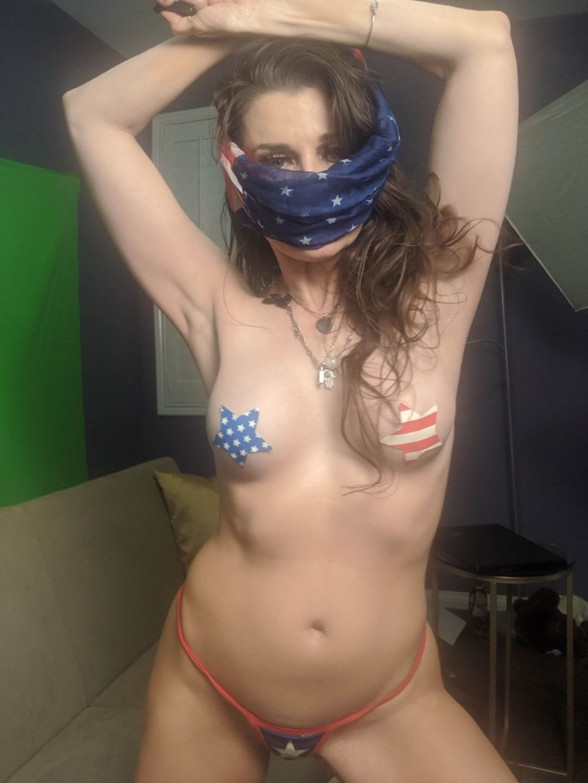 Alicia Arden Prepares to Put on a Sexy But Patriotic Memorial Day Show (10 Photos)