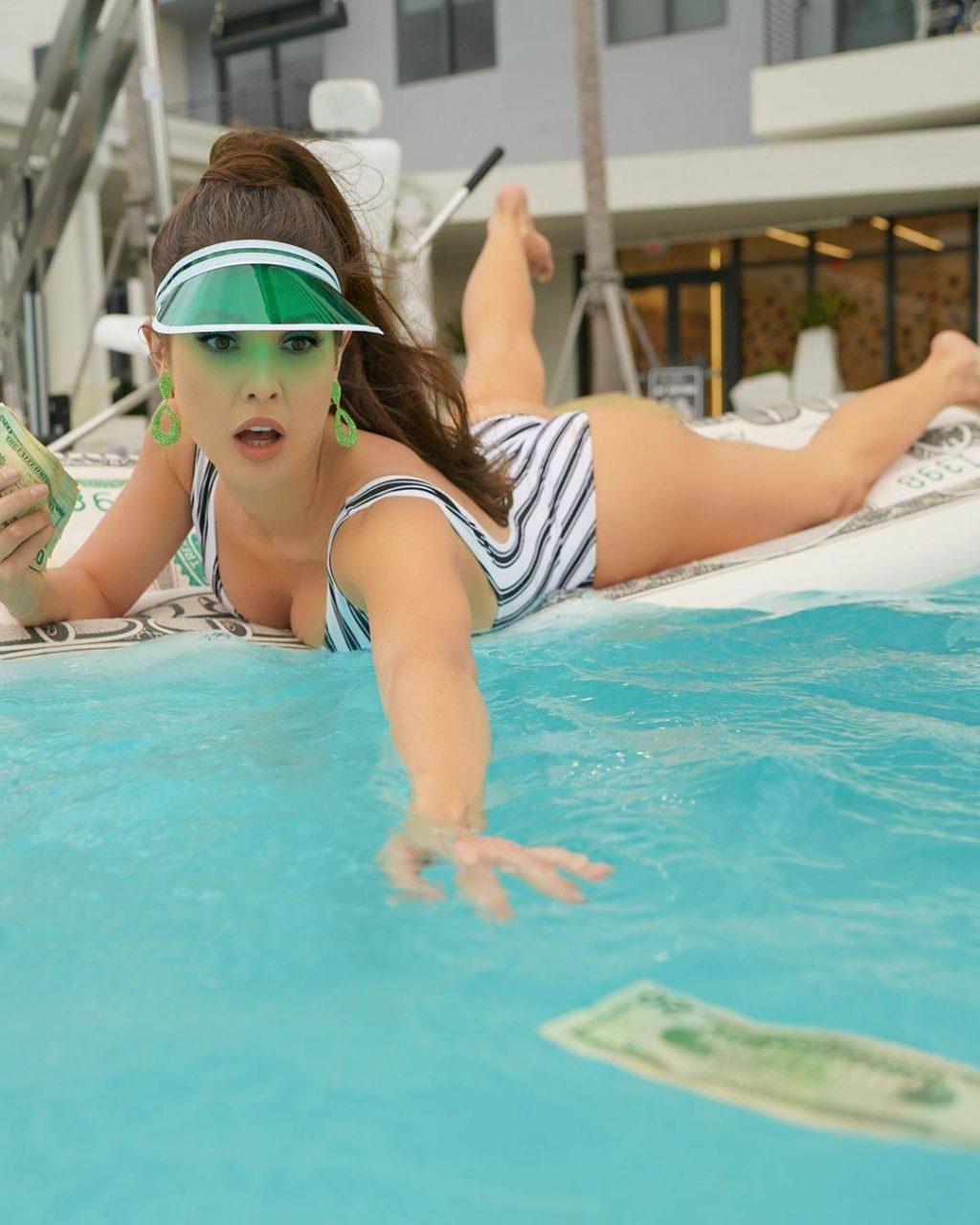 Amanda Cerny Sexy (10 Photos + Video)